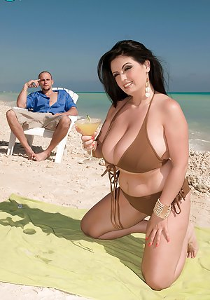 Bikini Boobs Porn Pics