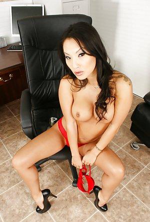 Secretary Boobs Porn Pics