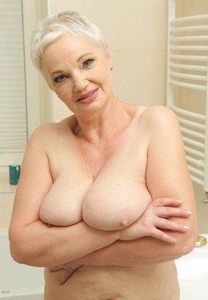 Old Boobs Porn Pics