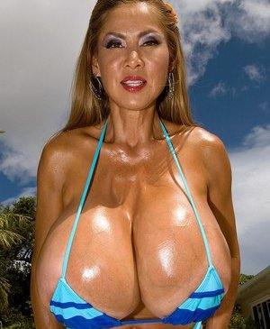 Famous Boobs Porn Pics