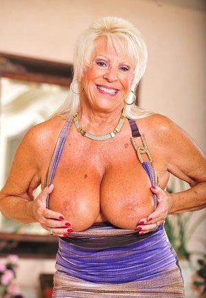 Nude Boobs Porn Pics